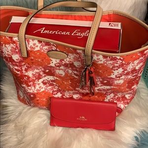 Coach Bags - Authentic Coach Tote Reg $328 Like New w/ Wallet